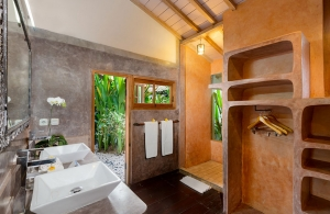 Villa Amsa, Seminyak - Bathroom one