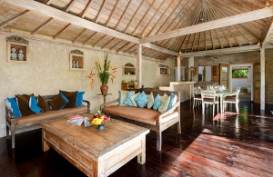 Villa Amsa, Seminyak - Living, dining and kitchen