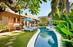 Villa Amsa, Seminyak - The-villa, pool and gardens
